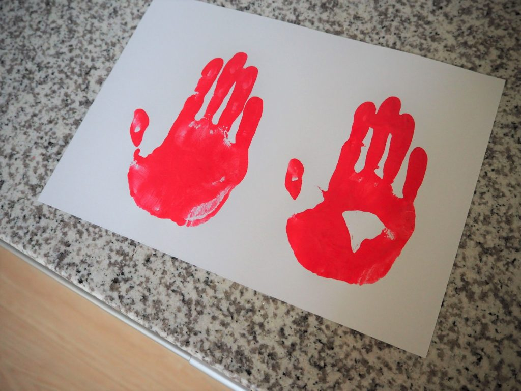 大人の手形